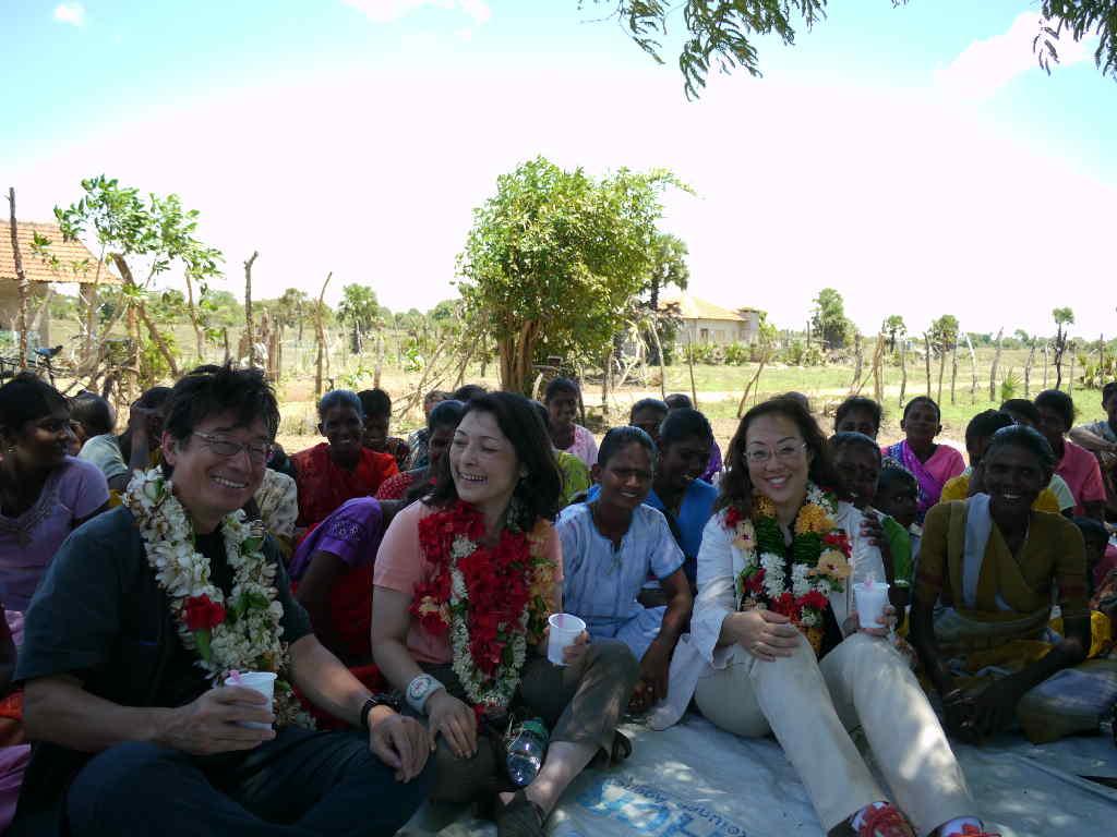 スリランカにて〜たくさん、お花の首飾りももらいました