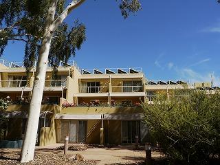 オーストラリア5日目その1 〜 砂漠の中のリゾートホテルと地平線