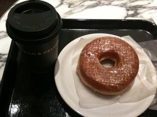 やはり、休日の醍醐味は巨大ドーナツを心おきなく食べること。